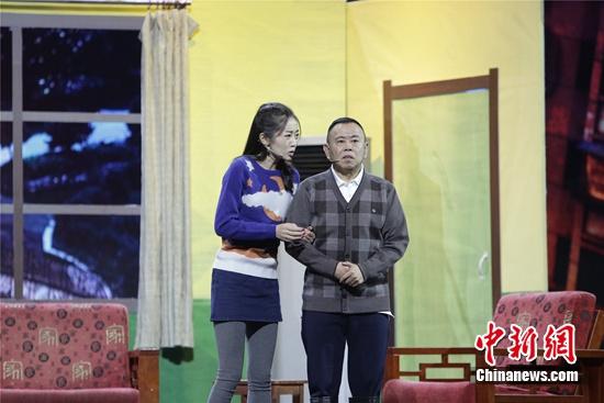 [热点新闻]潘长江登《欢乐喜剧人》舞台 为作品熬夜奋战(图)