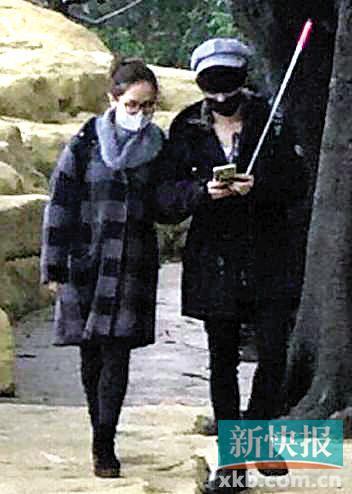[热点新闻]华晨宇被曝恋上邓紫棋 亲昵用手摸女方头(图)