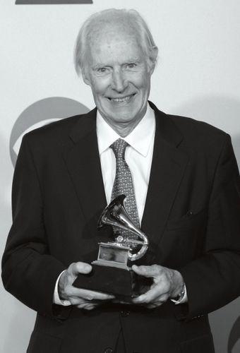 [热点新闻]90岁传奇音乐人乔治·马丁去世 曾成就甲壳虫