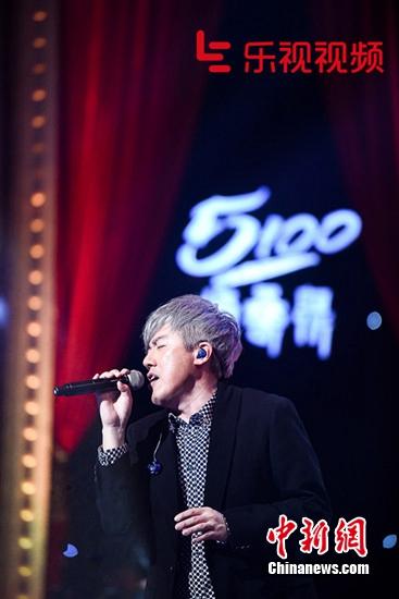 [热点新闻]《谁是大歌神》张宇唱歌搞怪 薛之谦吃眼镜蛋糕