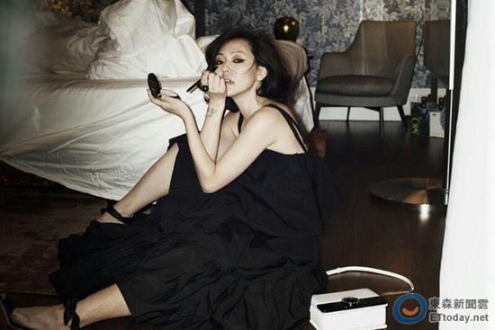 [热点新闻]小S晒私藏美照 黑裙子搭配烟熏妆造型冷艳(图)