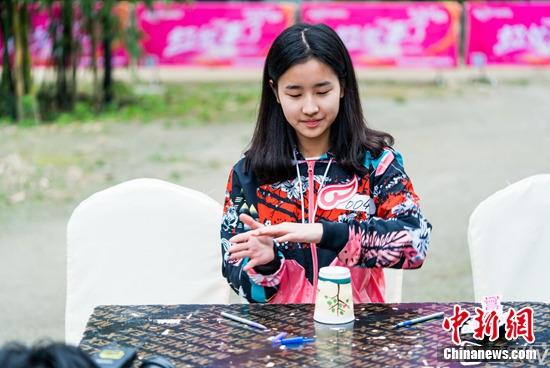 [热点新闻]李宇春学妹报名超女 模仿Bigbang一夜爆红(图)