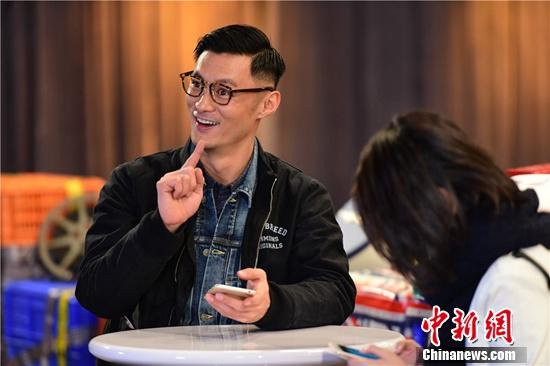 """[热点新闻]彭于晏助阵《相爱吧》 被周冬雨选为""""理想男友"""""""