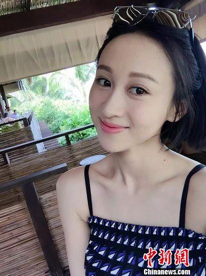 [热点新闻]演员练束梅旅拍美图曝光 沙滩上纵情跳跃(组图)