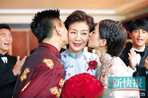 """[热点新闻]""""隆诗""""大婚:刘诗诗妈妈身材气场比新娘还强大(图)"""