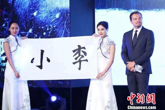 [热点新闻]好莱坞明星来中国套路:说写中文,交代吃玩行程