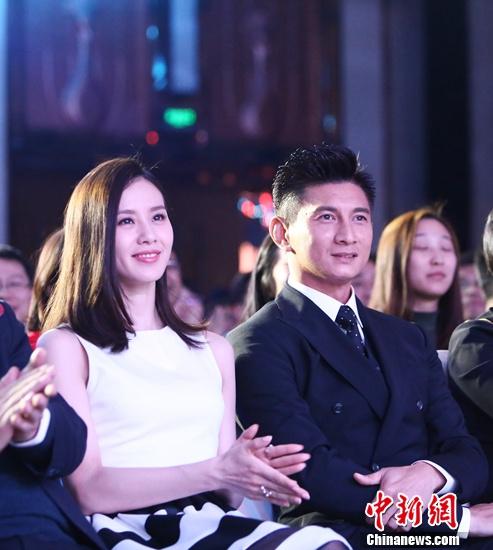 [热点新闻]会否与爱妻刘诗诗合拍戏? 吴奇隆:要看她高不高兴