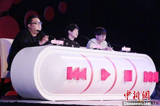[热点新闻]柯以敏、胡夏担任《超级女声》南京唱区评委