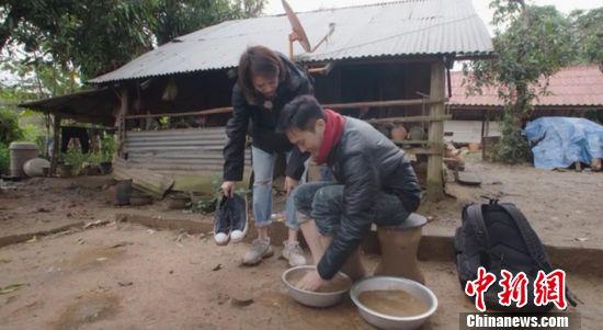 [热点新闻]袁咏仪《一路上有你》为张智霖洗脚:像我儿子一样