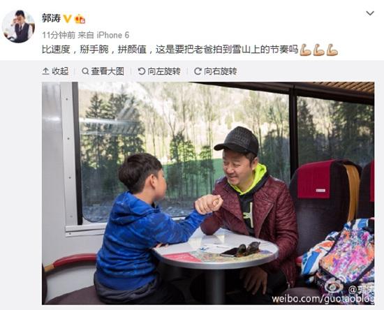[热点新闻]郭涛与爱子滑雪掰手腕 网友:石头比你帅(图)