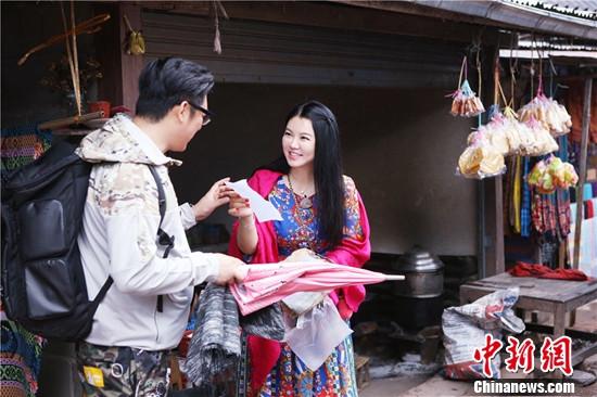 """[热点新闻]\""""一路上有你\""""王岳伦表白李湘遭吐槽:吃药了吗?"""