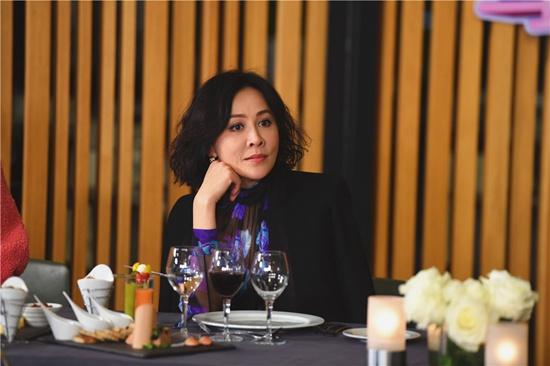 """[热点新闻]女王刘嘉玲驾到《一路上有你2》 畅谈婚姻和谐靠""""感觉"""""""