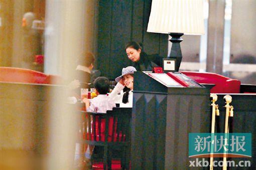 黄圣依疑似为爱子落户香港做准备 [有意思]