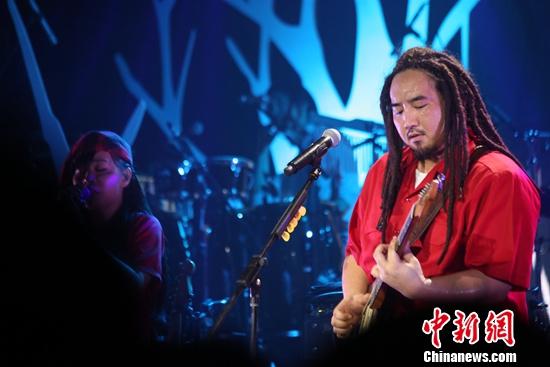 台湾歌手Matzka内地开唱 现场与粉丝分享家酿米酒 [有意思]