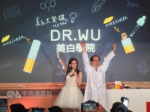 """昆凌保护""""小周周"""" 盼女儿过一般人生活(图)"""