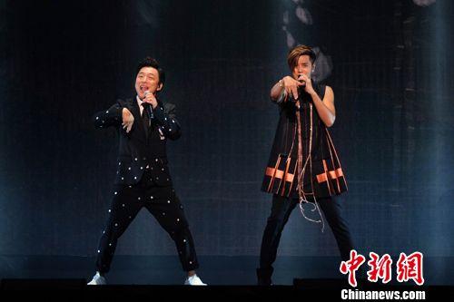 罗志祥个唱演唱近40首歌曲黄渤助阵引关注