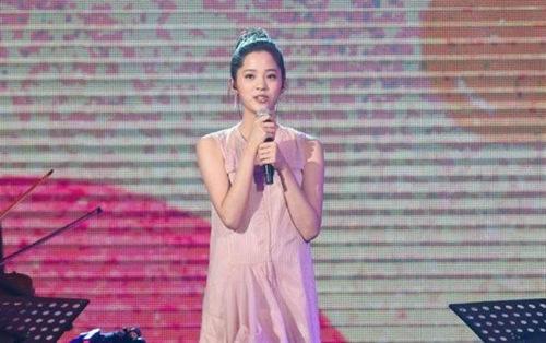 欧阳娜娜首次公开唱歌被赞遗传欧阳菲菲的好歌喉