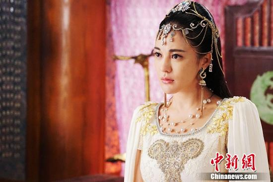 樊蕊主演《大梦西游3》扮女国王古装扮相美艳