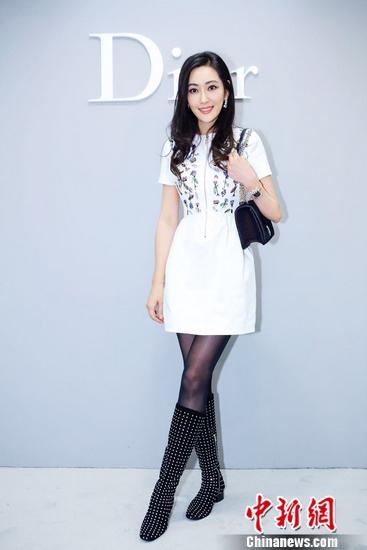 孟广美穿白色刺绣礼裙亮相温婉气质尽显知性美