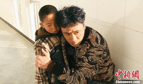 "《闪亮的爸爸》第二季宣传片曝光吴镇宇""严师慈父""成亮点"
