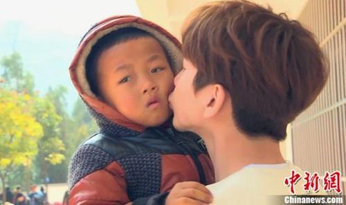 《闪亮的爸爸》第二季吴镇宇为孩子擦泪尽显温情