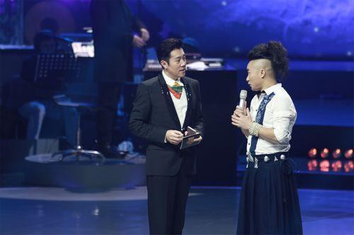 蔡国庆节目逗趣鼓励选手:可以唱得再鬼怪点