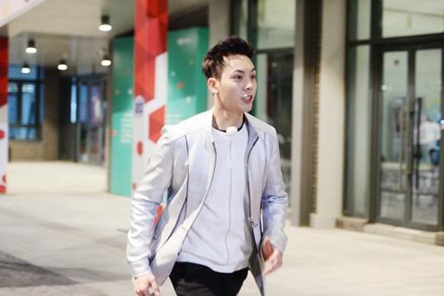 """陈伟霆今晚《奔跑吧》首秀变身""""孩子王"""""""