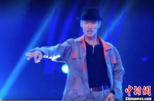 保洁叔模仿MJ跳舞 入驻快手激励年轻人坚持梦想
