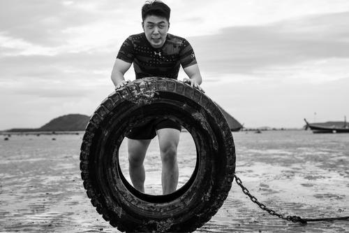 杜海涛发布励志新歌倡导健身开启健康生活