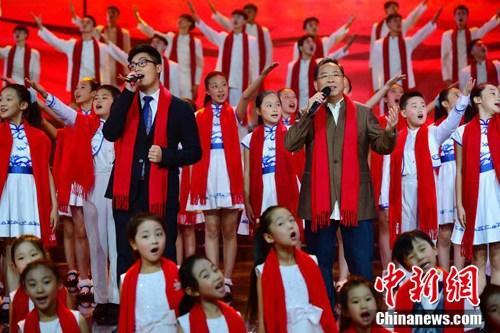 时隔33年张明敏儿子登央视重新演绎《我的中国心》