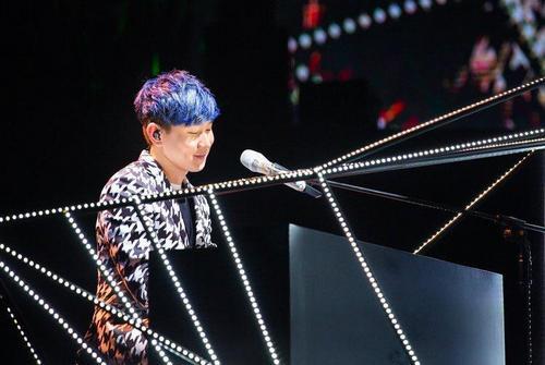 林俊杰开个唱演唱近30首经典曲引歌迷合唱