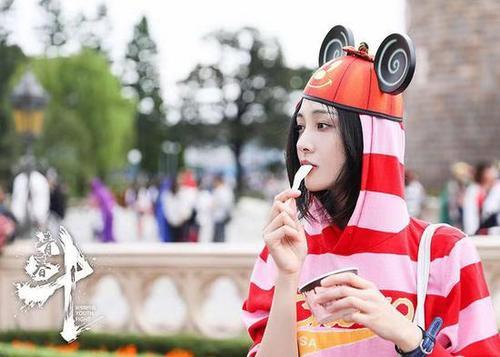 郑爽新剧海报发布    与以往青春题材剧不同