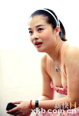 朱茵被捉奸在床_蓝洁瑛好友杨曼莉:蓝姐姐被绑在医院,很惨!