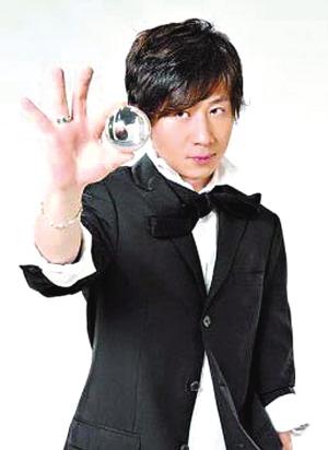 刘谦2008年春晚魔术_主持人爆刘谦魔术内情:只有一个鸡蛋中没戒指——中新网