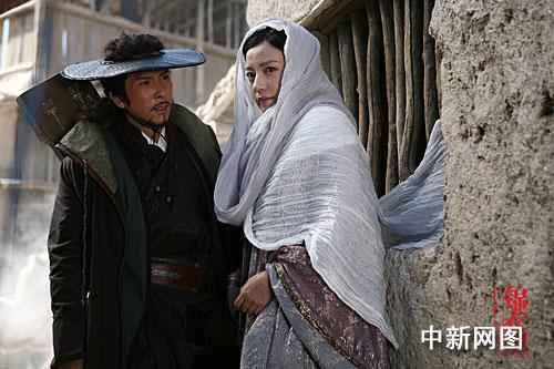 《锦衣卫》剧照之乔花赵薇帮助青龙甄子丹