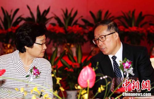 李海峰与湖北省委书记李鸿忠亲切交谈