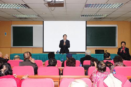 中国侨联副主席向北京侨界传达全国两会精神