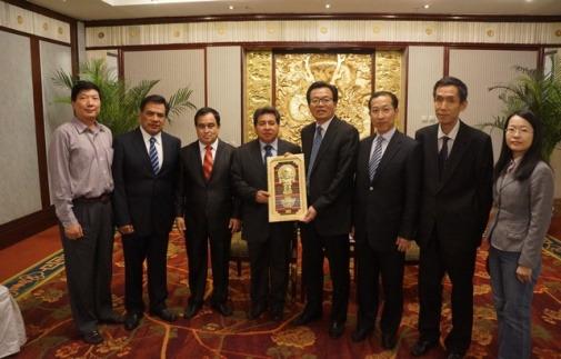 李卓彬会见秘鲁国会议员访问团 赞当地华侨华人
