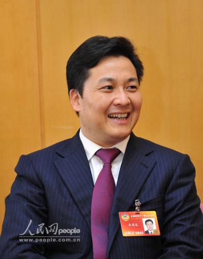 国侨联副主席、宁夏回族自治区侨联主席朱奕龙区别于其他官员的鲜明