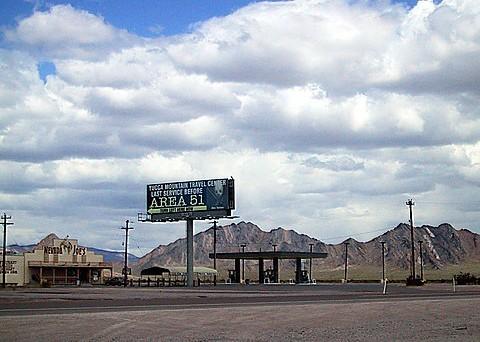 51区附近路标牌上标示着外星人(质料图)