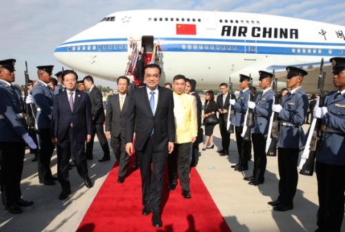 12月19日,中国国务院总理李克强到达曼谷,缺席大湄公河次区域经济配合领导人第五次会议。记者庞兴雷摄