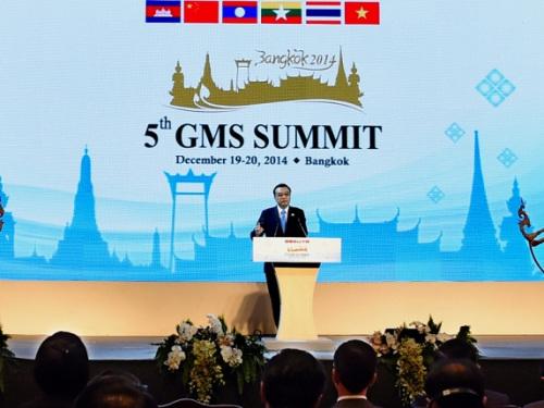 12月20日,国务院总理李克强在曼谷缺席大湄公河次区域经济配合第五次领导人会议开幕式。记者饶爱民摄