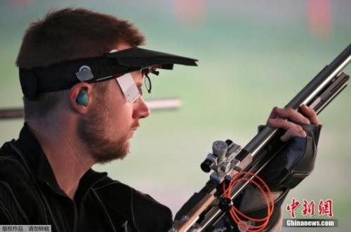 当地时光8月14日,里约奥运会良人步枪三姿资格赛,世界排名第一的美国射击名将埃蒙斯打出1169环,排在20多名,爆冷无缘决赛。