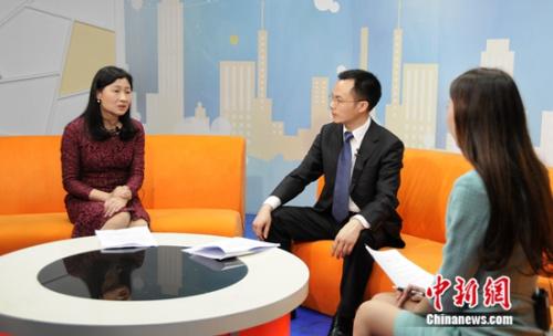 我查查公司创始人、副总裁 曹维(左)
