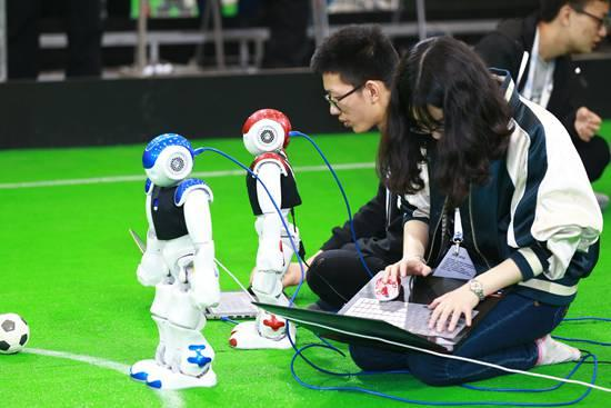 机器人大潮中暗藏多少伪命题 人类未来会向机器人讨饭?
