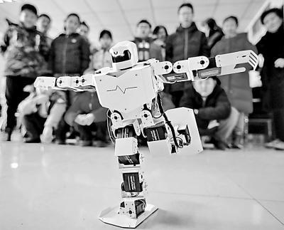 人工智能应用越来越广 建立符合国情的人工智能法律制度体系