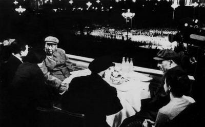 """毛泽东与""""亲密战友""""林彪最后一张合影出台内幕"""