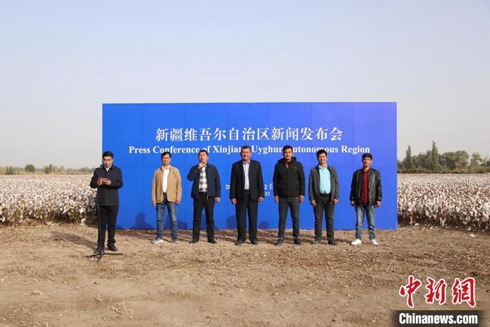 """特写:新疆棉田里的一场新闻发布会棉农""""实话实说"""""""