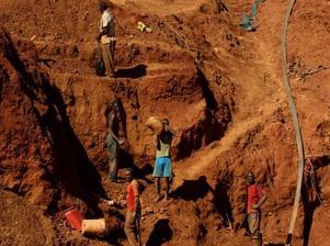 津巴布韦两座金矿被洪水淹没23人丧生