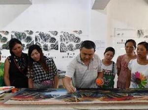 湖南浏阳400多农民成画师闯出脱贫新路